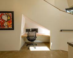 Escada com home Office embaixo