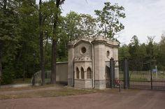 Porte des Éléphants - Tsarskoie Selo - Construite entre 1823 et 1824 par Adam Menelaws. Nommée ainsi car un Pavillon des Éléphants était construit à côté, mais il a disparu.