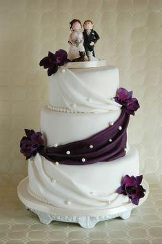 Hochzeitstorte mit Lila Zuckerorchideen