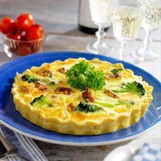 Briepaj med broccoli - Hemmets Journal Brie, Chutney, I Foods, Hummus, Pesto, Quiche, Broccoli, Snacks, Breakfast