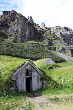 Núpsstaður- love these old school country houses
