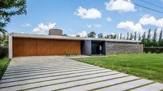Casa Apaisada – ARQA Garage Doors, Deck, Exterior, Outdoor Decor, House, Inspiration, Home Decor, Golf, Board