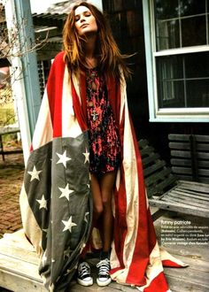 Here Are 10 Fashion Editorials Featuring American Flags: Texan Erin Wasson shows her Americana roots for this Elle France shoot by Fred Meylan. Look Hippie Chic, Hippy Chic, Look Boho, Hippie Style, Boho Style, Erin Wasson, Alexa Chung, American Women, American Girl