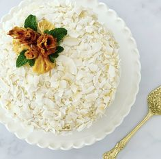 Super moist and packed with tropical flavour Icing Frosting, Pineapple Coconut, Cream Cheese Icing, Quick Bread, Fruits And Vegetables, Coconut Flakes, Coconut Milk, How To Make Cake, Baking Recipes