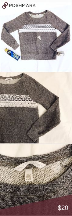 🖤💙 VS  S O F T  L A C E  G R A Y Sweatshirt XS Victoria's Secret • Super Soft and super cute • Gray • Lace Detail • Sweater / Sweatshirt / Top / Shirt • size XS • gently worn- excellent condition • bundle and save • ✨ M A K E  A N  O F F E R ✨ Victoria's Secret Tops Sweatshirts & Hoodies