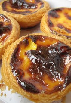 Egg tarts: pasteis de nata, Portuguese dessert – Macanese recipes: macao recipes, Portuguese recipes – These cupcakes are in fact the traditional pastéis de nata portuguese. Preparation time: 30 minutes Cooking time: 20 minutes Ingredients (for … Portuguese Desserts, Portuguese Recipes, Easy Desserts, Dessert Recipes, Egg Tart, Deviled Eggs Recipe, Cheesecake Recipes, Sweet Recipes, Tapas