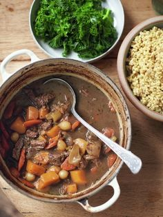 Beef and Guinness Stew recipe from Jamie Oliver. Super Food Family Classics book and Channel 4 TV show. A hearty and healthy family meal. Guinness Stew Recipe, Guinness Beef Stew, Jamie Oliver Stew, Beef Recipes, Cooking Recipes, Healthy Recipes, Healthy Food, Irish Stew, Carnivore