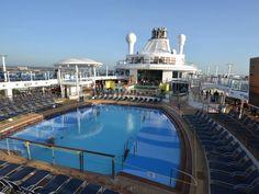 Royal Caribbean QUANTUM OF THE SEAS: Main Pool