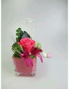 Green Centerpieces, Birds Of Paradise Flower, Preserved Roses, Valentines Flowers, Arte Floral, Ikebana, Flower Crafts, Paper Flowers, Floral Arrangements