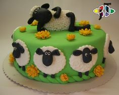 Shaun the Sheep cake! Cakes To Make, Fancy Cakes, How To Make Cake, Cupcakes, Cupcake Cakes, Shaun The Sheep Cake, Eid Cake, Timmy Time, Animal Cakes