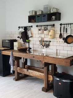 Hobelbank Werkbank Küche Planing bench workbench kitchen kitchenette Of Girls Have Thinning Hair Kitchen And Kitchenette, New Kitchen, Kitchen Dining, Kitchen Decor, Kitchen Things, Kitchen Interior, Room Interior, Interior Design, Cottage Kitchens