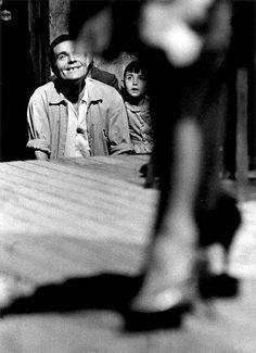 Joan Colom i Altemir: Les gents de El Raval Cinematic Photography, Street Photography, Art Photography, Fashion Photography, African American Fashion, Red Light District, Art Corner, Robert Doisneau, Foto Art
