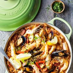 Le Creuset Braiser in Palm Dutch Oven Cooking, Dutch Oven Recipes, Cast Iron Cooking, Cooking Recipes, Slow Cooking, Le Creuset, Braiser Recipes, Seafood Recipes, Dinner Recipes