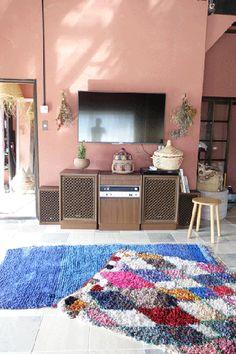 モロッコラグの専門店。ボシャルウィット、ベニワレン、アジラルを中心にモロッコラグをコレクションしています。リペア、クリーニングを日本にて行ってから販売しています。