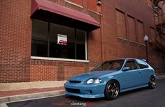 Danny Tang's 97 Honda Civic hatchback via his Flickr (dantang) - looking good and getting ready to be swapped.