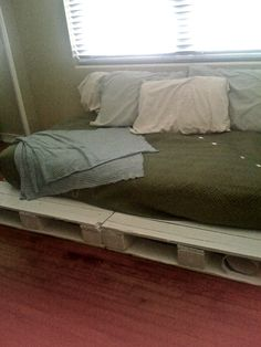 DIY Pallet Bed!
