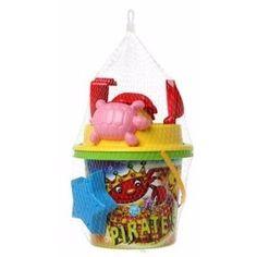 Zand speelgoed set met groene piraten emmer. Dit zandbak speelgoed setje wordt geleverd met 5 zandvormpjes, een schepje, een hark en een emmer met piraten thema.