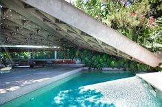 Dream house One of my fave John Lautner houses in LA.the Sheats-Goldstein house Dream House by rena Wow! Amazing Architecture, Architecture Details, Modern Architecture, Amazing Buildings, Felix Candela, Interior And Exterior, Exterior Design, John Lautner, Colani