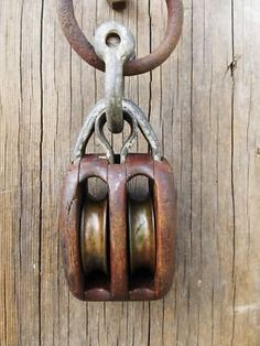 Sailboat rope pull door knocker