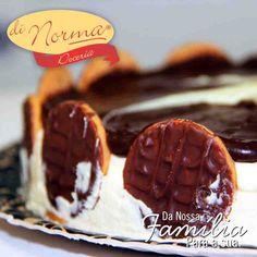 Pavê Holandesa: Creme holandês de baunilha, intercalado com biscoito tipo maisena, cobertura de ganache de chocolate e rodelas de biscoito. #love #cake #DiNorma #curta e #compartilhe