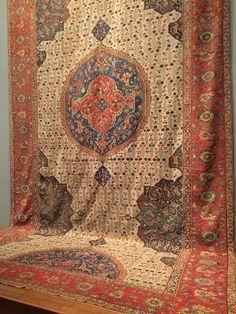 At the Met. #designdetails #woolrugs #rugs #naturalfiberrugs #handmaderugs #handwoven #hancrafted #naturalarearugs #homestyle #luxuryrugs #ambiance # floordecor @naturalarearugs