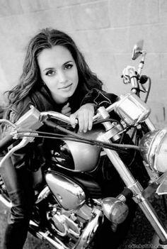 Young Eliza Dushku on a Honda Shadow Eliza Dushku, Beautiful Celebrities, Beautiful Actresses, Beautiful People, Biker Chick, Biker Girl, Mopar Girl, Streaming Hd, Honda Shadow
