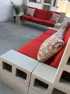 Cinder Block DIY outdoor furniture Diy Patio Furniture Cheap, Pallet Patio Furniture, Patio Furniture Cushions, Diy Pallet Couch, Diy Couch, Cinder Block Furniture, Patio Deck Designs, Supermarket Design, African Braids