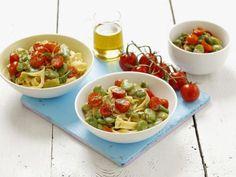 Pasta mit Saubohnen-Tomaten-Soße ist ein Rezept mit frischen Zutaten aus der Kategorie Fruchtgemüse. Probieren Sie dieses und weitere Rezepte von EAT SMARTER!