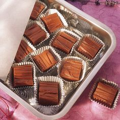 No need to get out the saucepan or turn on the stove. This recipe uses one bowl and the microwave to make creamy smooth fudge. Fudge Recipes, Candy Recipes, Dessert Recipes, Holiday Recipes, Christmas Treats, Christmas Place, Christmas Goodies, Christmas Desserts, Homemade Candies