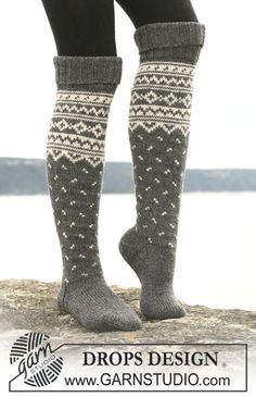 "Knitted DROPS socks with pattern borders in ""Karisma"". Yarn alternative ""Merino Extrafine"". ~ DROPS Design"