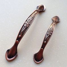 3.75 5 Handles Dresser Pulls Handles / Antique Copper Kitchen Cabinet Door Pull Handle Furniture Hardware 96 128MM 0002 Material: zinc alloy Color: copper Measurement: Smaller-- Length: 4.6 (116mm) Width: 0.75 (19mm) Hole Spacing (Center to Center): 3.75 (96mm) When installed the