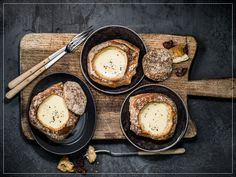 Try Fondue in a roll by FOOBY now. Or discover other delicious recipes from our category main dish. Cheesy Recipes, New Recipes, Bread Bowls, Dessert, Food Trends, Lactose Free, Rolls Recipe, Dried Tomatoes, Tray Bakes