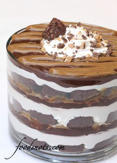 Caramel Chocolate Trifle A highlight of our annual family reunion is the dessert competition. The judges take their jobs very seriously! Last year's first-place winner was this tempting trifle. Just Desserts, Delicious Desserts, Dessert Recipes, Yummy Food, Chef Recipes, Trifle Bowl Desserts, Chocolate Trifle Desserts, Dessert Trifles, Layered Desserts