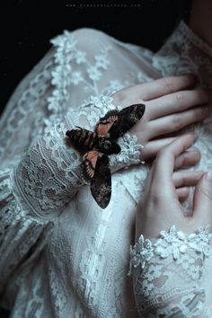 New Dark Art Beautiful Gothic Ideas Gothic Aesthetic, Witch Aesthetic, Aesthetic Photo, Crying Aesthetic, Aesthetic Light, Aesthetic Body, Aesthetic Bedroom, Aesthetic Drawing, Character Aesthetic