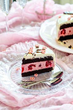 Andreea's Chinesefood blog: Tort cu zmeură și ciocolată-Tort cu flori sakura