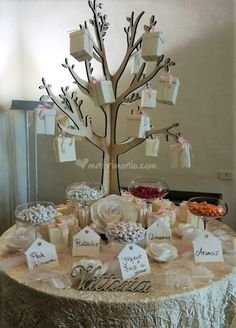 Albero della vita Baby Shower Deco, Baby Shower Parties, 25th Wedding Anniversary, Anniversary Parties, First Communion Decorations, Wedding Decorations, Creative Gift Wrapping, Creative Gifts, Royalty Baby Shower