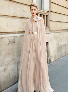 Dreamy Novak The is a stunning soft nude chiffon gown from the Galia Lahav 'And God Created Woman' haute couture fall 2018 collection. The chiffon dress features a low v-neckline paired with a long regal cape made of sheer silk chiffon. Chifon Dress, Look Fashion, Womens Fashion, Feminine Fashion, Feminine Tomboy, Net Fashion, Fashion Photo, Dress Vestidos, Glamour