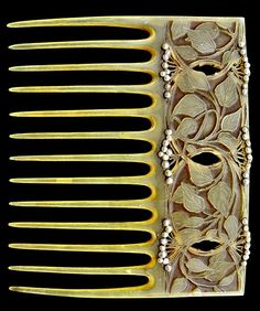 An Art Nouveau comb by Vever. Horn and seed pearls. Marks: Signed & numbered, French, c.1900.