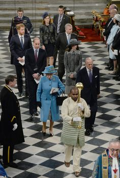 Queen Elizabeth II Photos - Queen Elizabeth II, Prince Philip, Duke of Edinburgh, Prince William, Duke of Cambridge, Catherine, Duchess of Cambridge and Prince Harry attend the annual Commonwealth Day service on Commonwealth Day on March 14, 2016 in Westminster Abbey, London. The service is the largest annual inter-faith gathering in the UK. - The Royal Family Attends The Commonwealth Observance Day Service