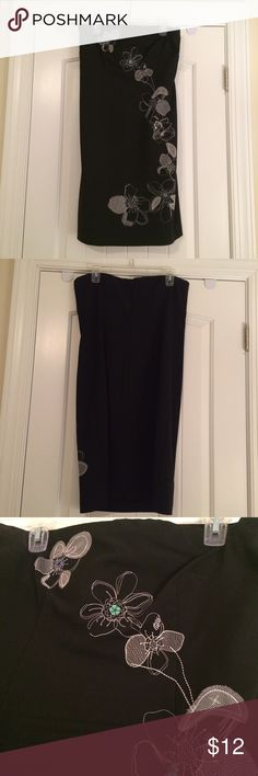 "NY&Co Strapless Dress - 12 EUC NY&Co Size 12 strapless dress w/ simple floral embroidery! Great for a party dress! Length is 32"". From smoke-free/pet-free home. Washable! New York & Company Dresses Strapless"