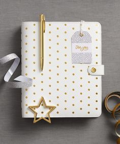 Gift someone the perfect tools to plan their dream life with this gorgeous Personal Planner Gift Pack, which features our Large Pause Guld Planner.