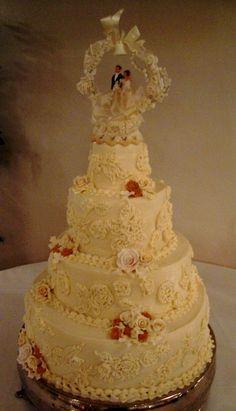 Romantic Winter Wedding Cake With Wolf Figurines Www