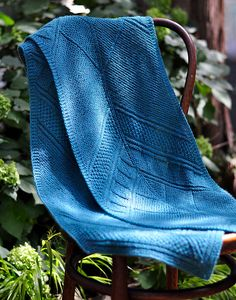 Deco Lines celebrates the outstanding Art Deco architecture that adorns New York City. I used to work near Rockefeller Center, and I often admired the dramatic geometric forms ornamenting doorways, lobbies and elevators there. I couldn't resist weaving some of these shapes into this cozy reversible scarf.