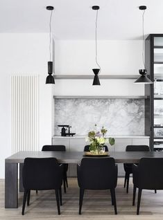 The revival of an Elsternwick residence has allowed Mim Design to create a stunning internal transformation of a historic Edwardian home. Dining Room Wall Decor, Dining Room Design, Dining Area, Small Dining, Decor Room, Kitchen Designs, Kitchen Ideas, Bedroom Decor, Marble Benchtop