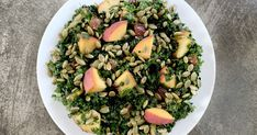 Summer Kale Salad Recipe with Peaches and Pepitas - Los Angeles Times Veggie Bites, Roasted Walnuts, Kale Salad Recipes, Salad Spinner, New Cooking, Sweet And Salty, Vegetable Dishes, A Food, Peaches