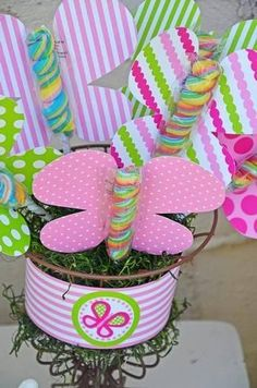 Bright Pink & Green Butterfly Party Ideas – Joanna Garcia Bright Pink & Green Butterfly Party Ideas Bright Pink & Green Butterfly Party Ideas with garden party decorations, pink lemonade nectar, polka dot favors bags and giant tissue paper flowers! Butterfly Garden Party, Butterfly Birthday Party, Butterfly Baby Shower, Garden Birthday, Green Butterfly, Butterfly Party Favors, Butterfly Party Decorations, Fairy Birthday, Monarch Butterfly