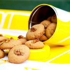 """""""Cookie Fortune"""" – Madeiran honey cakes, from my Fairtrade cookbook, """"Reilun kaupan ruokaa ja elämää"""" (Perhemediat, 2009; photo: Sininen Kuva) ⎮ recyclie.blogspot.fi #aarikka #patternbakery"""