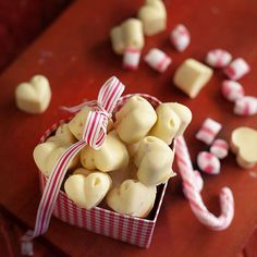 Piparminttu-valkosuklaakonvehdit | Maku Sweets Recipes, Candy Recipes, Desserts, Christmas Candy, Christmas Treats, Finnish Recipes, Homemade Sweets, Food Gifts, Food Pictures