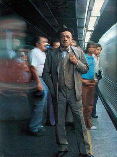 Adoniran Barbosa na estação de trem em São Paulo Veja mais em: http://semioticas1.blogspot.com.br/2012/06/tiro-ao-alvaro.html