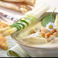 Learn about German food specialties. Find German food in your area. Asparagus Soup, Asparagus Recipe, Dutch Recipes, Dairy Free Recipes, Cooking Recipes, Cream Soup Recipes, German Bread, Oktoberfest Food, Baguette